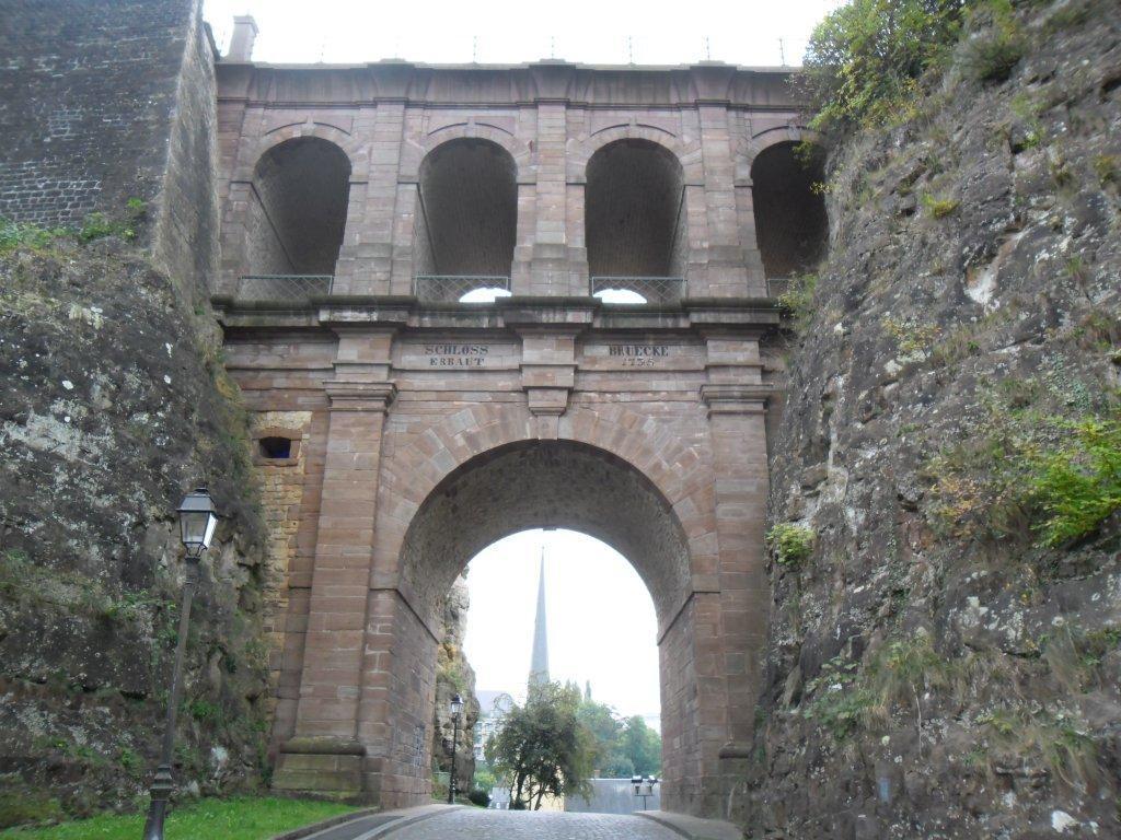 le pont unissant le Bock au haut de la ville