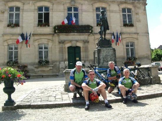 Devant l'hôtel de ville de Brienne-le-Château
