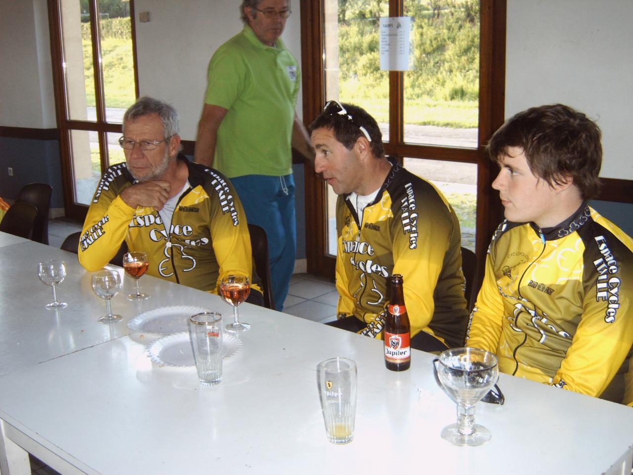 les jeunes, sérieux, ils boivent de la bière !!